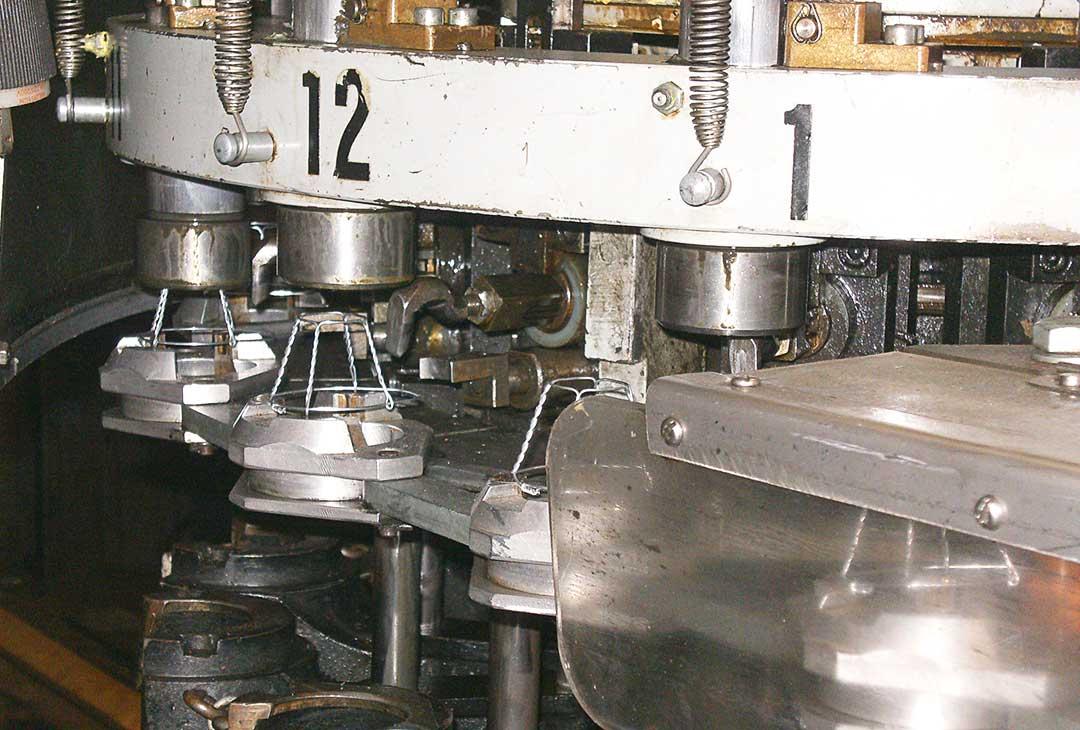 Vincor Wire Hooder Machine